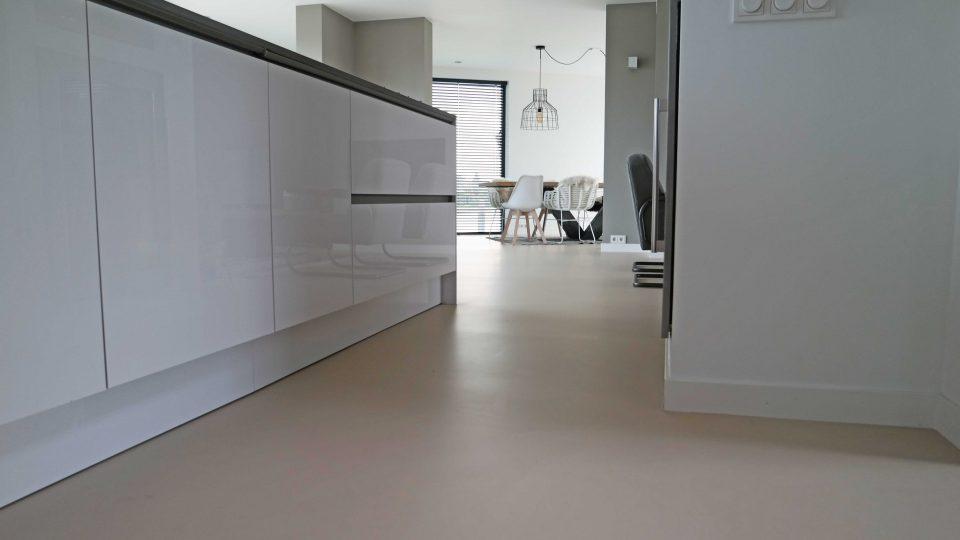 Gietvloer lichte kleur | Vanwinkelvloeren.nl