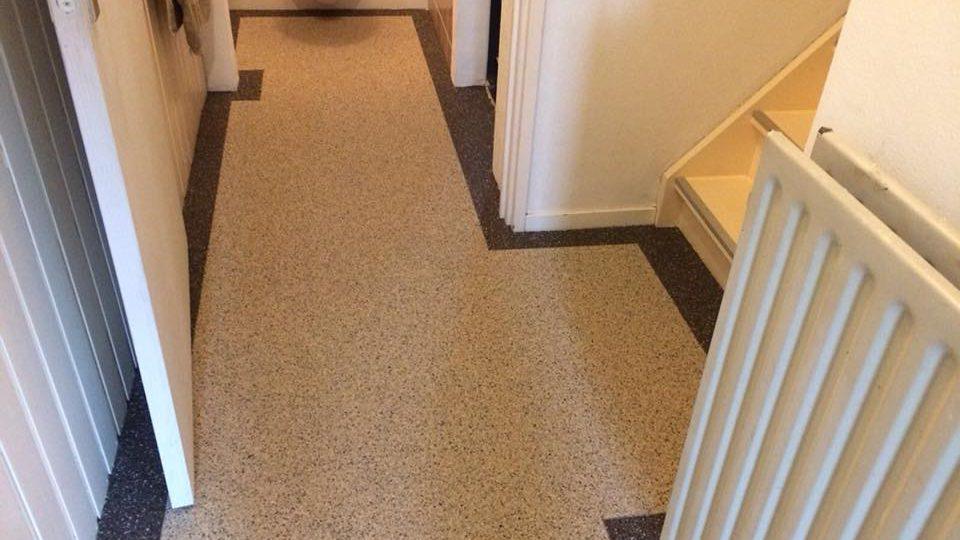 Grindvloer in hal | Van Winkel vloeren